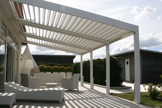 une pergola bioclimatique c est quoi combien a co te abri garage et carport. Black Bedroom Furniture Sets. Home Design Ideas